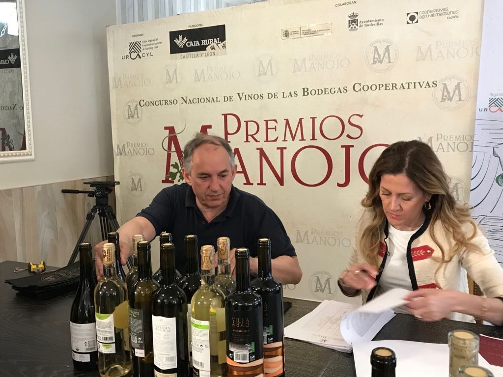 Mas de 6.600 vinos catados en los Premios Manojo.